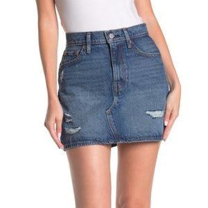 NWT! Levis Deconstructed Denim Skirt 26